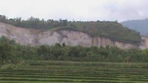 penambangan tras disekitar lokasi situs